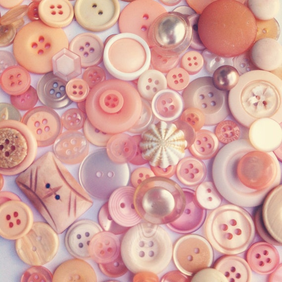 Buttons - PEACHES n CREAM vintage button mix - 25 buttons