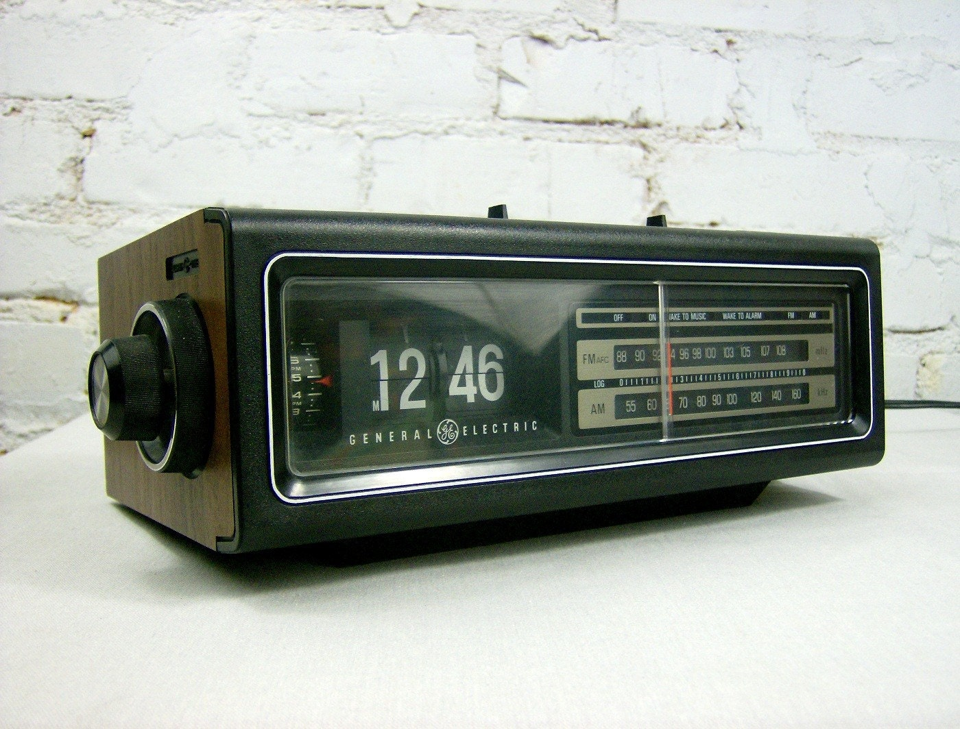 vintage ge flip clock. Black Bedroom Furniture Sets. Home Design Ideas