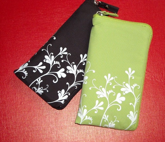Groovy Flora Pouch