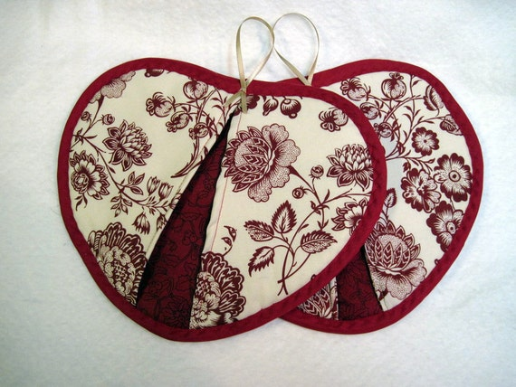Hot Pad Set,  Red floral heart shaped pot pincher