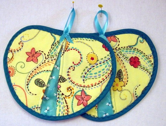 Potholder / Hot pad set / Heart shaped  yellow and blue