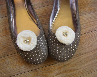 Fabric flower shoe clips, fabric flowers, sheer voile flowers, wedding accessories (set of 2 pcs )-  CREAM IVORY BLOSSOMS (with rhinestones)
