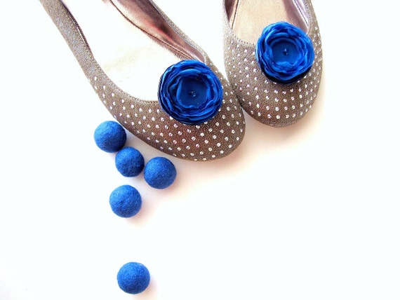 Shoe clips with handmade fabric flowers (set of 2 pcs )- ROYAL BLUE BLOSSOMS