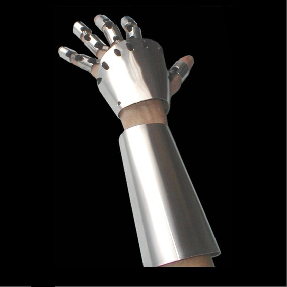 Gauntlet and Arm Covering, one side only.