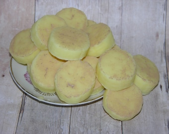 BANANA CREAM SLICES Soy Wax Melts - Set of 16 - Soy Wax Tarts - Candle Melts - Candle Tarts - Very Strong - Hand Poured