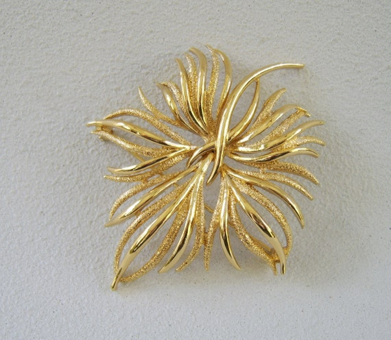 Vintage Monet Brooch Gold Foilage Botanical Leaf