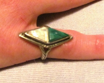 Navajo Southwestern Malachite and Mother Of Pearl Contemporary Design Ring