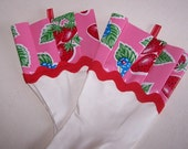 Domestic Diva Dish Gloves - White Kitchen Gloves with Pink Strawberry Themed Oil Cloth (Latex Free - Size L)