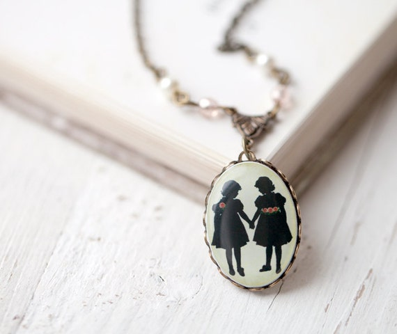 Sister Necklace - Best Friend necklace - Girls Silhouette necklace - Bff Necklace - Vintage style necklace - Gift for Sister (N003)