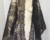 Antique c 1900 Black Chantilly Lace Mantilla Shawl Veil Triangle
