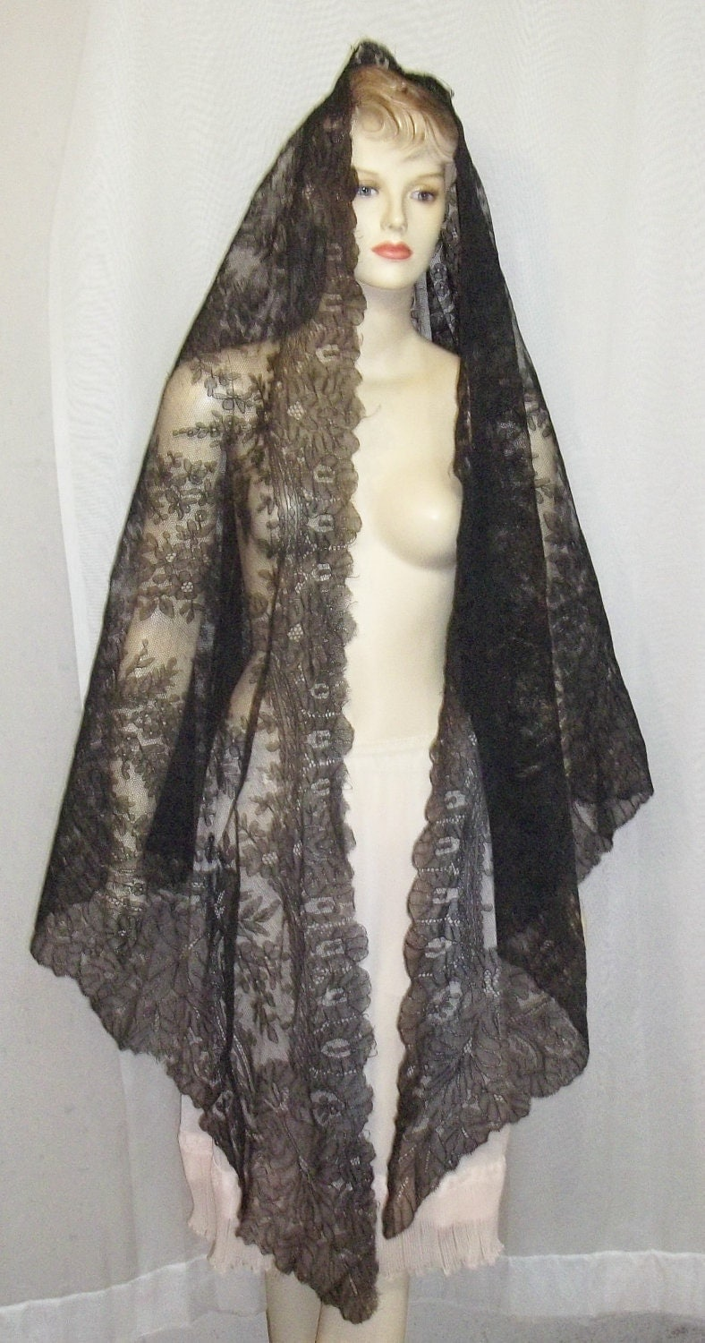 Antique c 1900 Black Chantilly Lace Mantilla Shawl Veil