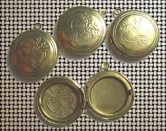 Round locket with 2 hearts pattern (4)