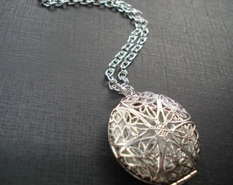 Silver Locket Necklace, Gift for Her Holiday Jewelry Round Photo Locket, Perfume Locket, Jewelry