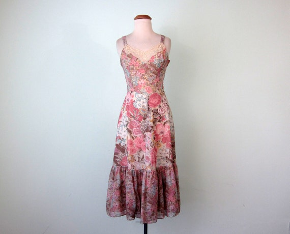 SALE 70s dress / pink floral ruffle spring lace (xs - s)