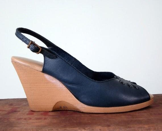 70s sandal / navy leather peeptoe shoes wedge heel 7 / 37.5