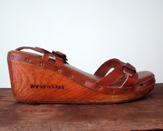 70s sandal / wooden leather brown wedge heel shoe 6 / 6.5 / 36 / 37