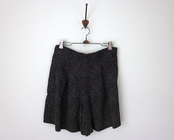 80s shorts / black polka dot rayon high waist pleated (l - xl)