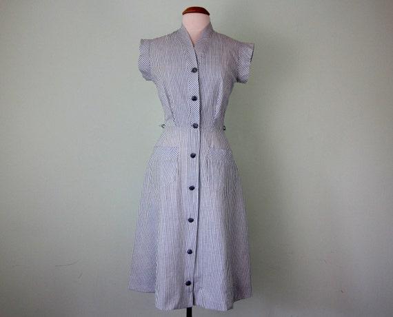 40s dress / cotton blue pinstripe summer day fitted waist (s - m)