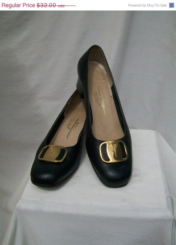 40% off Sale Navy Leather Pumps Salvatore FERRAGAMO Boutique Italy Size 7.5 to 8