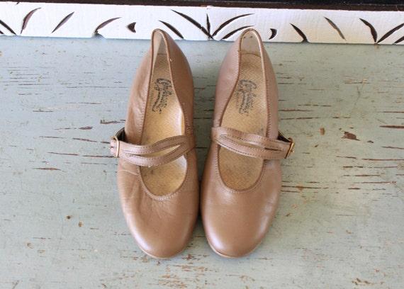 vintage NUDE buff leather MARYJANE flats 6.5