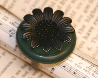 Black Sunflower - Vintage Button Ring