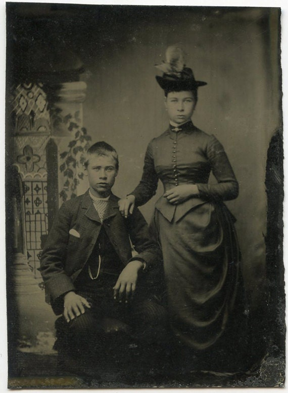 1880s Young Couple with Vine Backdrop - tintype 068