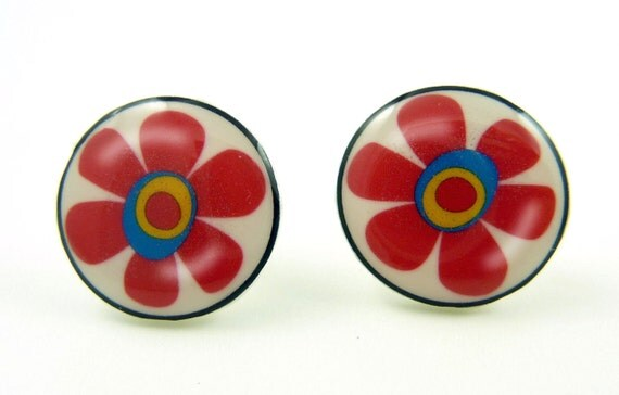 Flower earrings. Red Flower Earrings.  Resin earrings made with my handmade buttons.