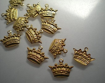 12 small brass crown charms