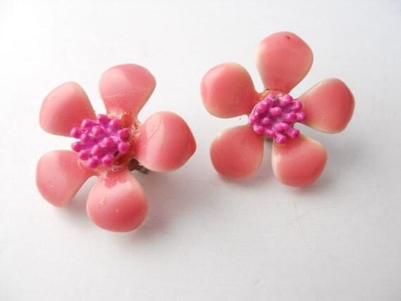 HAWAIIAN kitsch, pink HIBISCUS, vintage 1960s clip-on earrings