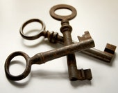 vintage skeleton keys, set of 3 from Belgium with great rusty patina (no8)