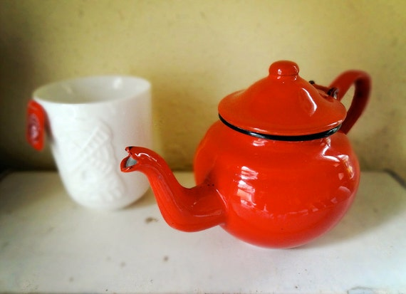 vintage enamel teapot, tiny size 0.5 liter from the Netherlands in bright red with hinged lid