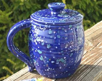 large covered mug, speckled blue