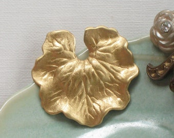 6 pcs WaTER LILY LEAF raw brass embellishments . 26mm x 25mm (FF8)