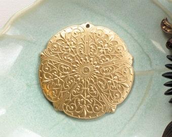 4 pcs round Filigree brass jewelry charms drops . 37mm (S101)