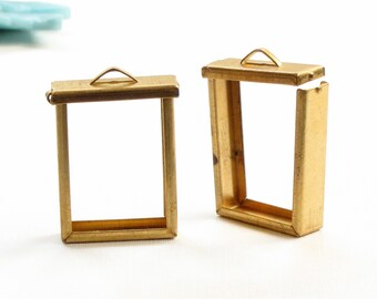 1 brass SHADOW BOX jewelry pendant with flip top. (ST50)