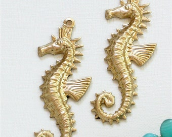 2 large brass SEA HORSE jewelry pendant  . 40mm x 14mm (FF38)