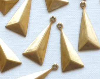 12 faceted TRIANGLE geometric jewelry charm drops. 18mm x 8mm (S40)