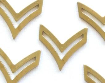 6 brass CHEVRON arrow jewelry pendant. 21mm x 20mm (S32)