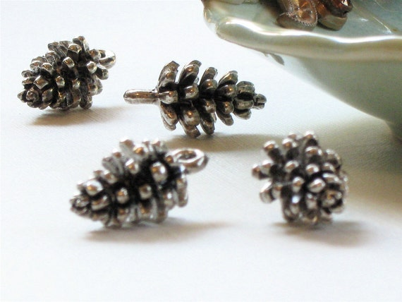 6 pcs PINE CONE jewelry charm bead in antique silver . 16mm x 9mm x 9mm (SC16)