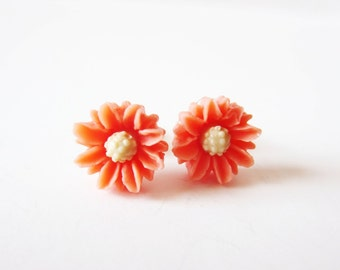 Salmon pink earrings. Pink flower earrings. Pink daisy earrings. Itty bitty earrings. Small flower earrings. Peach daisy earrings.