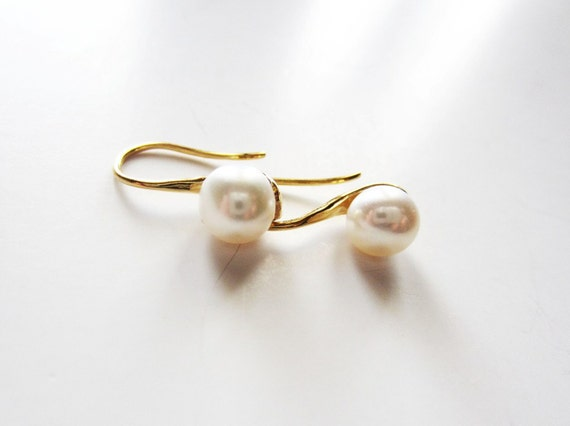 Gold vermeil elegant pearl drop earring in timeless ivory