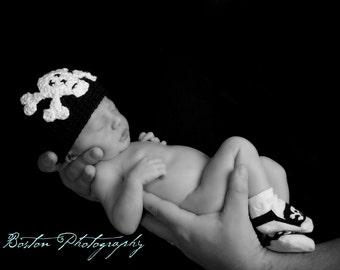 Skull and Crossbones Newborn Baby Hat, 0 to 3 month Black Crocheted Beanie