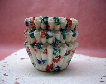 FREE SHIPPING with another item Cute Garden Florals mini cupcake cups (set of 50)