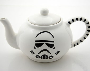 Star Wars (R) Teapot, Storm Trooper (R) Large teapot, holds 4-5 cups ceramic serving piece