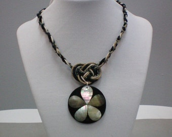 Necklace Josephine Knot N Shell