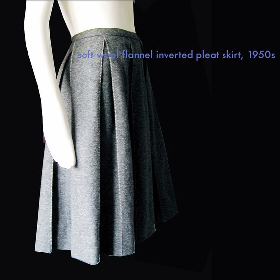 1950s\/60s CHIC\/ GREY FLANNEL SKIRT\/ INVERTED PLEATS w\/ STITCH DETAIL\/ SHORT SEXY FLIRTY