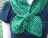 Hands Free Scarf or Cravat in Evergreen