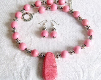 Jumbo Pink Turquoise Pendant Necklace and Earrings