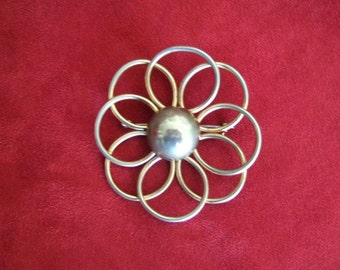 Vintage Meatal Flower Child Brooch...