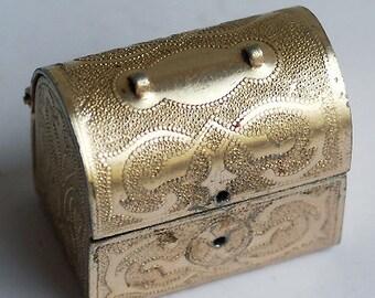 beautiful vintage box ...  Jan 10